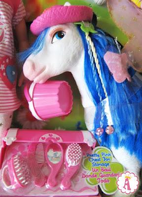 Лошадка пони, входящая в игровой набор Nancy and Her Fantasy Pony