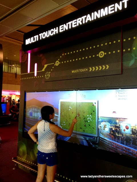 play a game in Multitouch Screen in Changi Airport Singapore