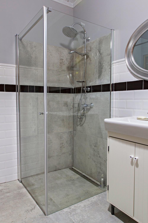 Szara łazienka W Drewnianym Domu Metamorfoza Wnętrza