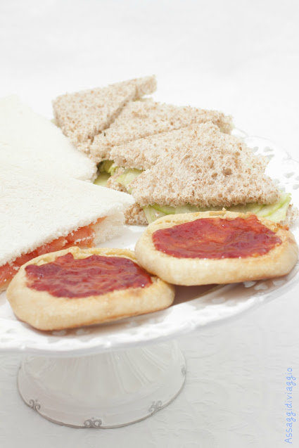Cucumber sandwiches, Salmon sandwiches, English muffins e Victoria sandwiches