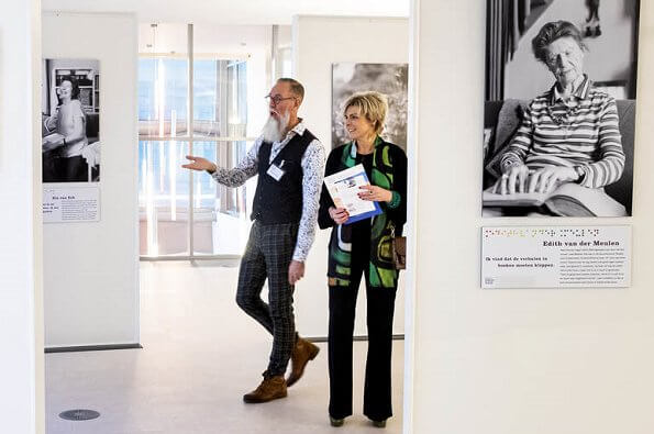 Princess Laurentien attended the presentation of the book'Knokken voor je boeken at Amsterdam Public Library