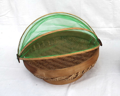 Tinuku.com Mas Prinx studio designing food tray made of woven bamboo and has transparent cover construction
