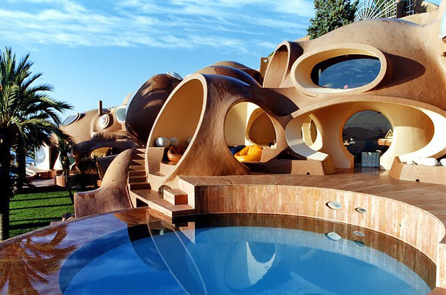 Bored with ordinary house? Here are some pictures of amazing and exotic  house in the
