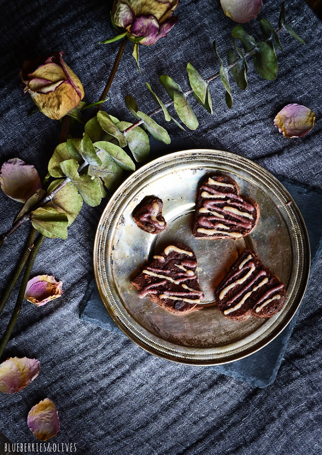 BROWNIE HEARTS IN METALLIC DISH, GREY LINEN TABLECLOTH, ROSES, PETALS AND EUCALIPTUS BRANCH
