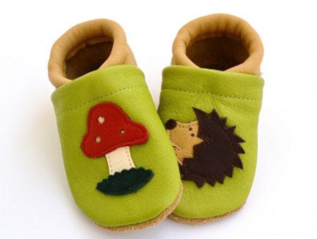 09e384913 En el primer año de vida al bebé le va bien estar descalzo todo el tiempo  que sea posible. Lo que nos pasa a las mamás es que nos gusta que el ...