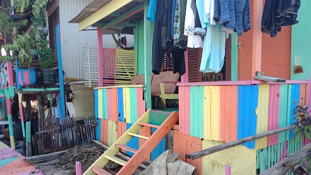 Warna Warni Kampung Pelangi di Pesisir Jakarta