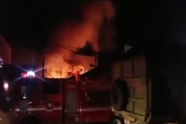 photo api kebakaran di simpang gado-gado jambi timur