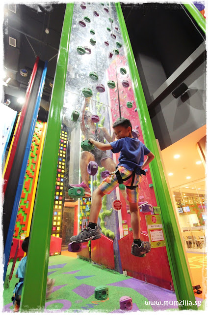clip n climb tampines hub