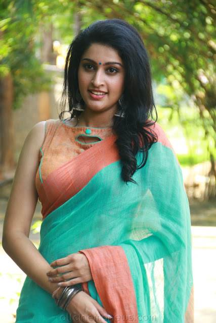 Tanya Ravichandran Hot saree