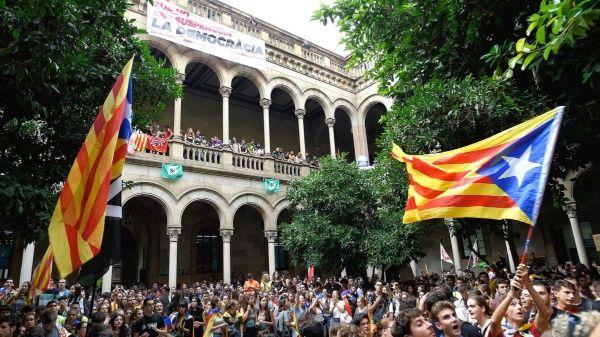 Toman universidad de Barcelona en apoyo al referendo catalán