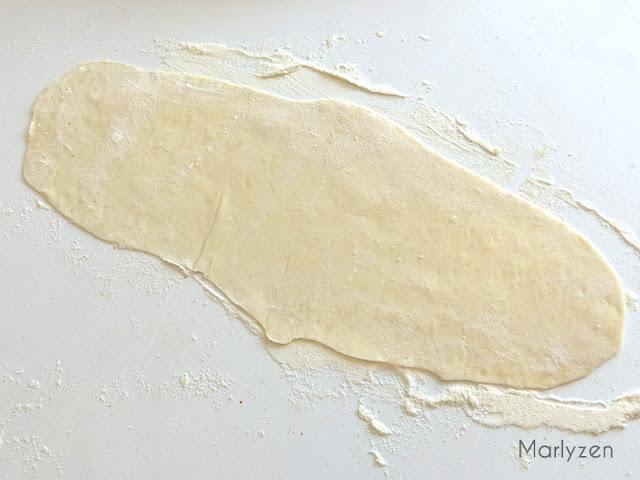 Etalez la pâte en rectangle.