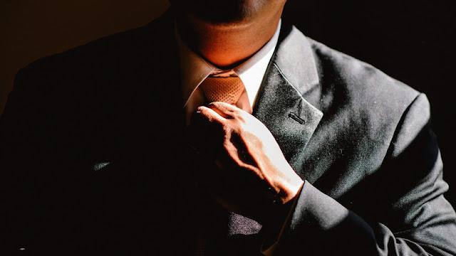 ¿Deberíamos dejar de usar corbatas? Revelan los riesgos de esta prenda para la salud