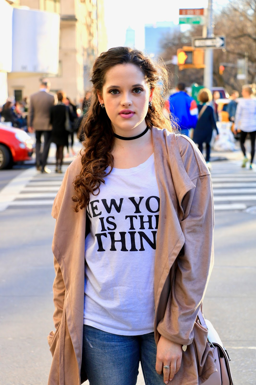 graphic tee fashion blogger