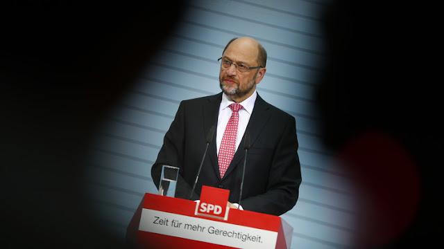 Un hombre que no terminó la secundaria puede destronar a Angela Merkel