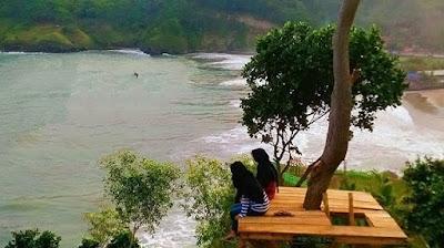 Rumah Pohon Pantai Watu Bale Kebumen