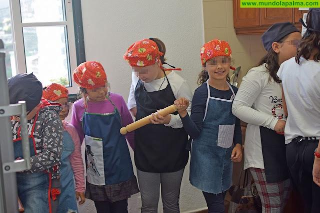 La Biblioteca Municipal de La Dehesa acoge un taller infantil de 'biblio-chefs'