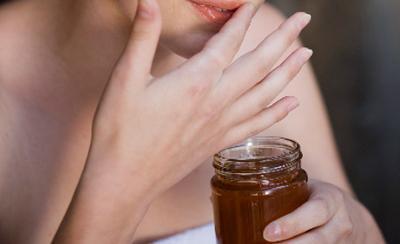 Cho đôi môi mềm mại ngọt ngào từ son dưỡng sô cô la
