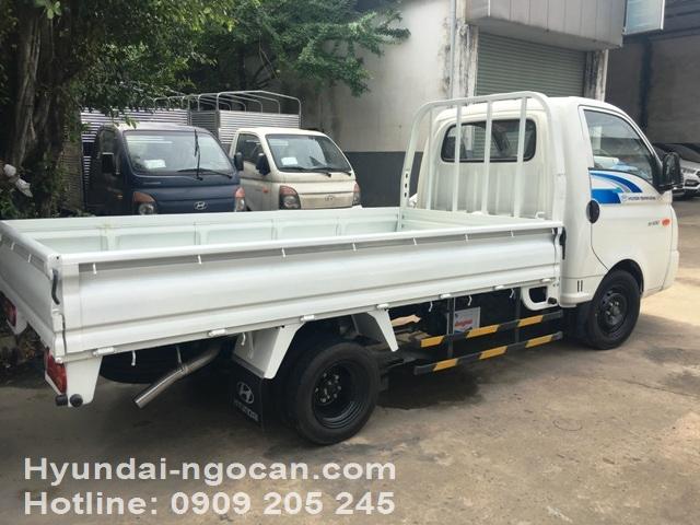 Video xe tải Hyundai 1 tấn H100 thùng lửng màu trắng bản ga điện IMG 2984