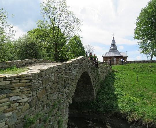 Mostek do cerkwi.