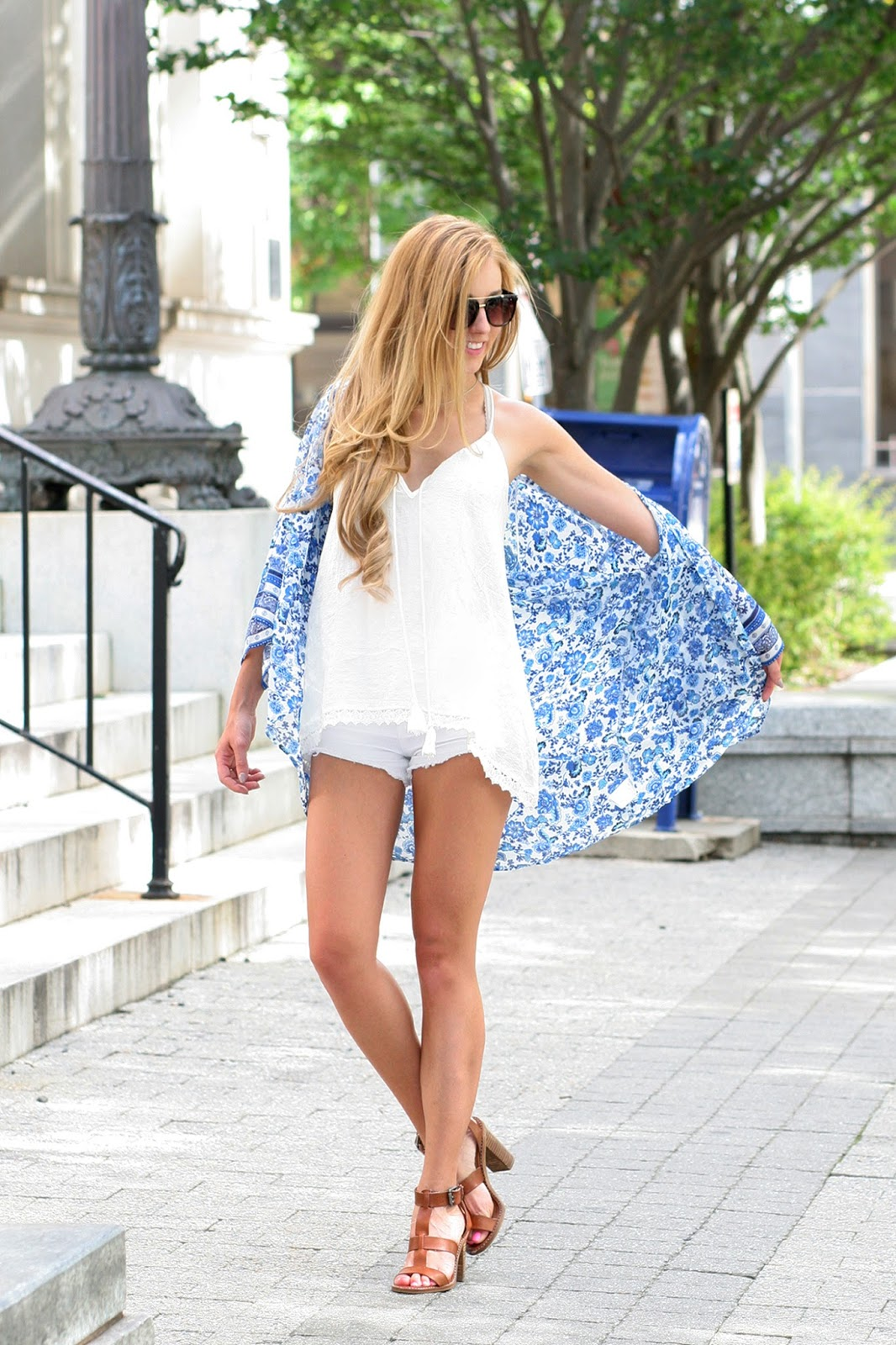 Wind-blown-summer-look-fashion-blogger-summer-street-style
