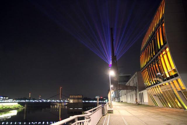 http://www.express.de/duesseldorf/-rhein-komet--strahlt-er-bald-fuer-immer--24671854?originalReferrer=