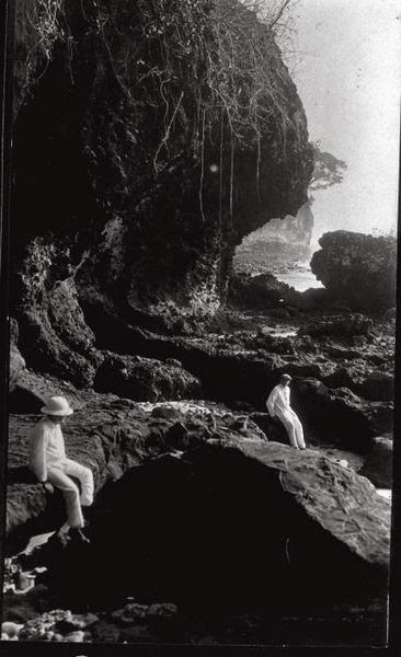 Nederlands: Foto. Kustlandschap nabij Pangandaran aan de zuidkust van West-Java. 1918. Lonkhuyzen (Fotograaf/photographer). Sumber : COLLECTIE_TROPENMUSEUM http://commons.wikimedia.org/wiki/File:COLLECTIE_TROPENMUSEUM_Kustlandschap_nabij_Pangandaran_aan_de_zuidkust_van_West-Java_TMnr_60010778.jpg