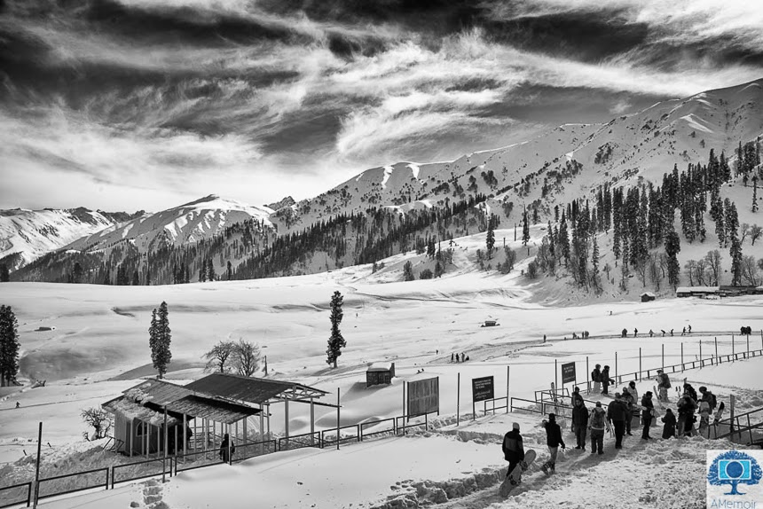 A beautiful shot by Arpana from Gulmarg region of kashmir, India