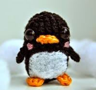 http://crochetcantar.blogspot.com.es/2014/05/patron-mini-pinguino.html
