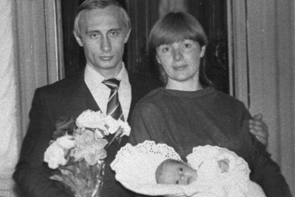 News 24x7 Online Coverage: Putin's Secret Family