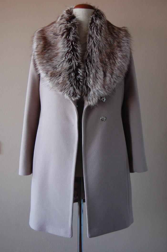 Płaszcz z kołnierzem szalowym