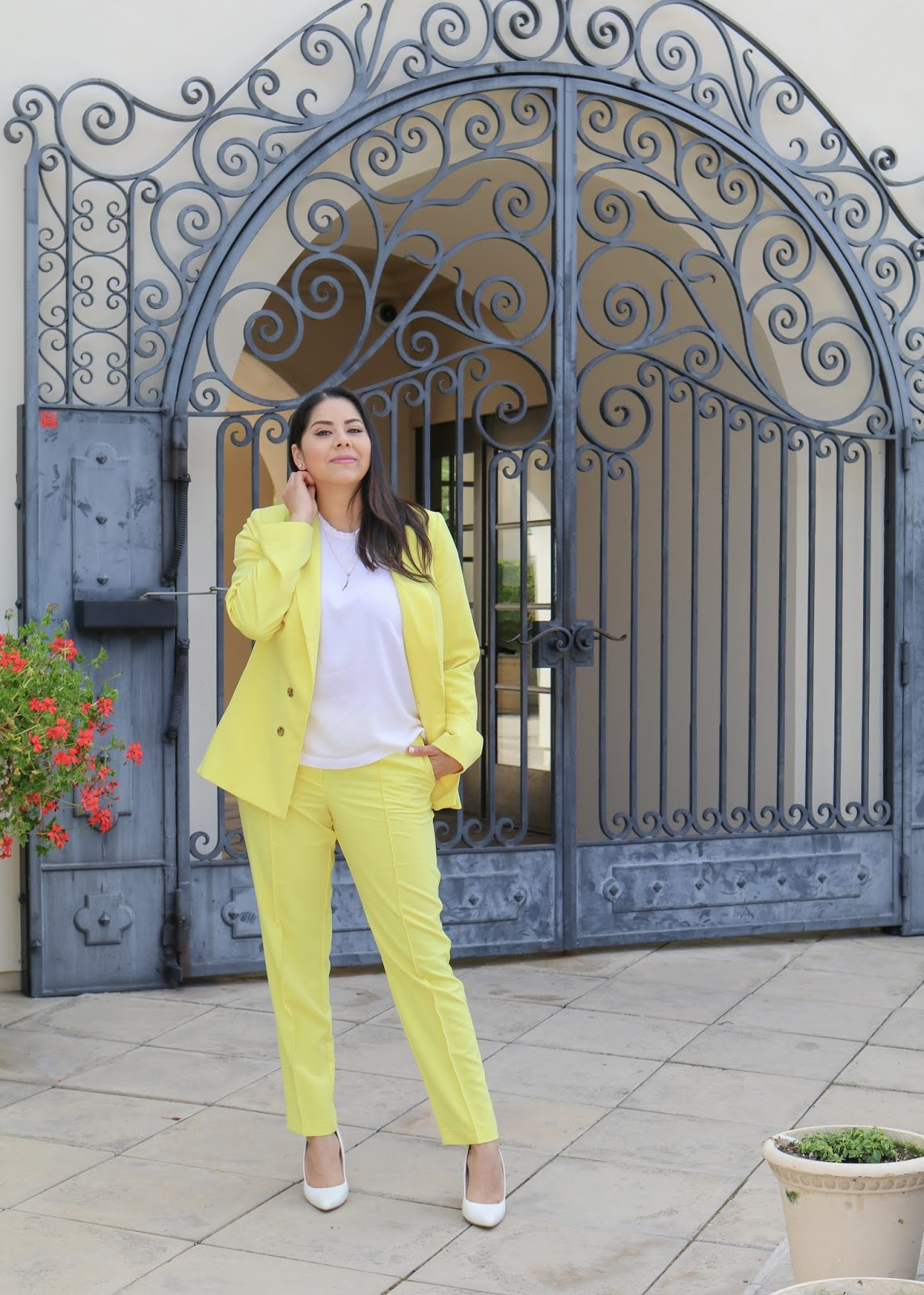 How to wear a yellow suit this spring, yellow power suit outfit