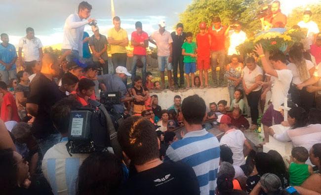 Enterro da cantora Eliza Clívia aconteceu em Livramento, na Paraíba - Foto: Reprodução