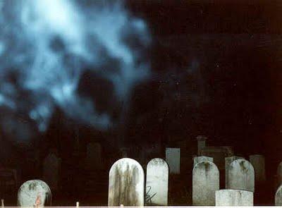 Klenik Misteri Ngerjain Teman Di Kuburan Angker