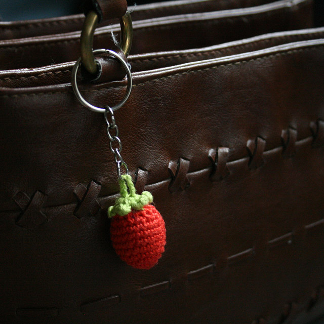 amigurumi strawberry keychain crochet