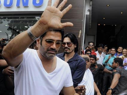 Left Hand Image Of Sunil Shetty Palmistry | INDIAN PALM