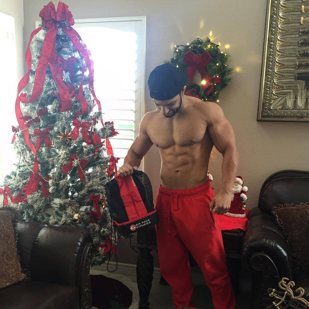 shirtless-buff-muscled-eduardo-celebrating-christmas-tree