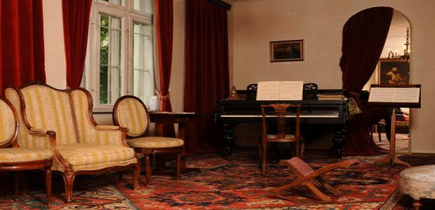 Pianul din Casa memorială George Enescu din Sinaia.