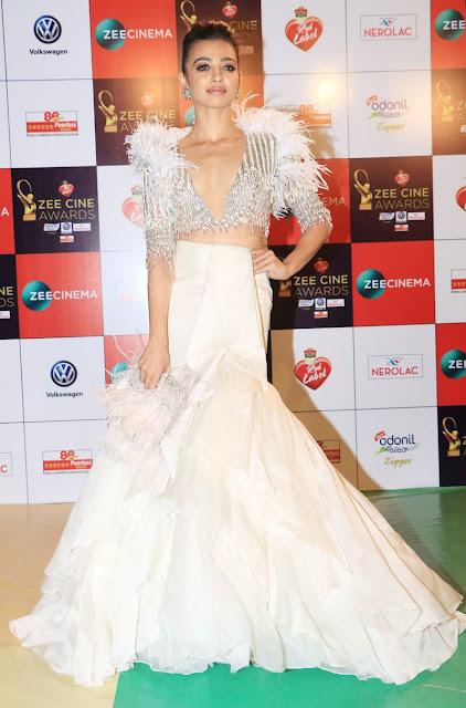 Radhika-Apte-zee-cine-awards-2018