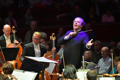 Juanjo Mena & BBC Philharmonic (© BBC | Chris Christodoulou)