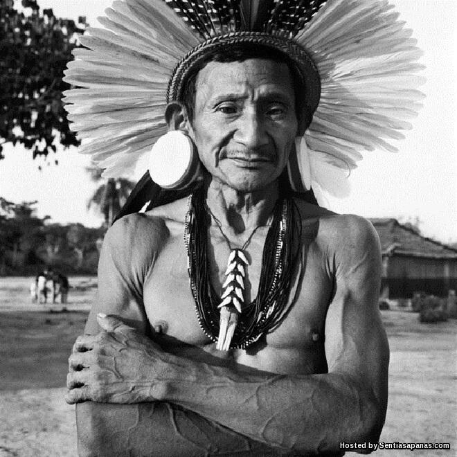Keunikan Suku Kaum Rikbatsa Bertelinga Kayu