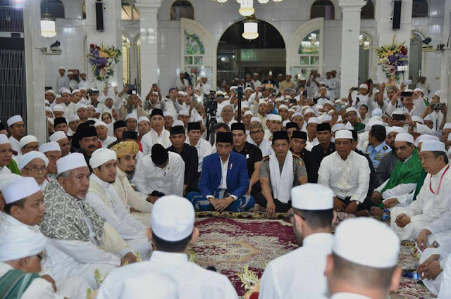 Akun Facebook Jokowi Sebar Hoax, Benarkah?