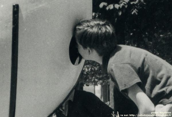Paris - La jeune sculpture au Palais Royal - 1967  Sculpteur: Jean-Marie Simonnet  Création: 1967