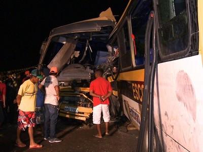 Em Alagoas seis pessoas morreram em grave acidente envolvendo ônibus escolar
