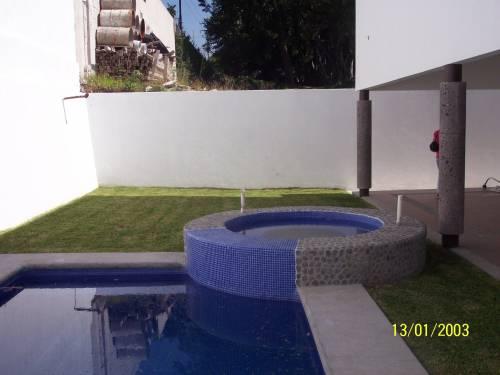Decoraci n minimalista y contempor nea albercas en el for Albercas de patio
