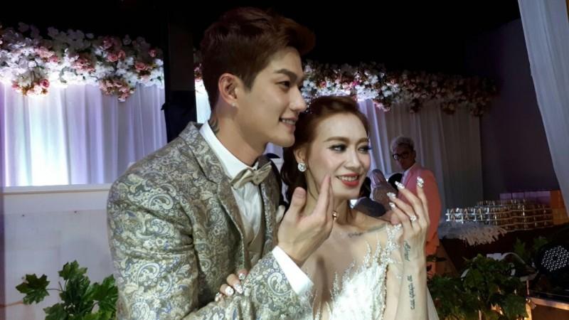 Lee Jeong Hoon Resmi Menikah dengan Moa Aeim