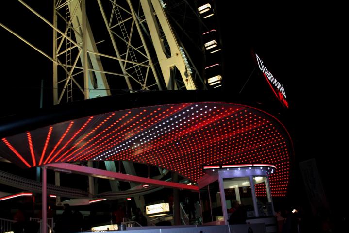 ruota panoramica, ruota panoramica a Bari, luci led rosse