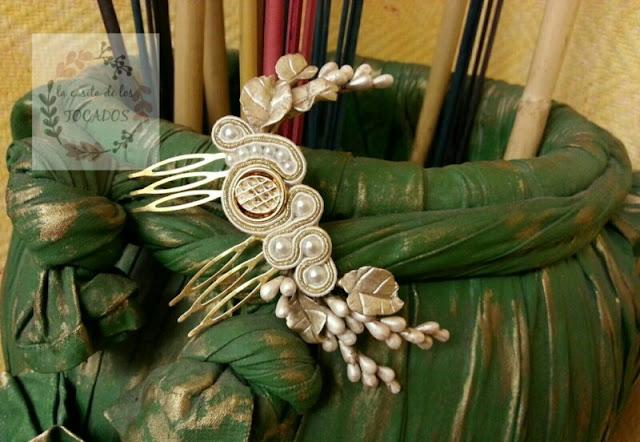 tocado de novia con porcelana, soutache y perlas en champagne y blanco envejecido