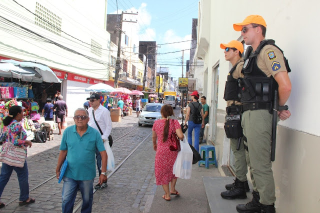 PM aponta redução de 27% em roubos no Centro do Recife, mas população ainda se sente insegura
