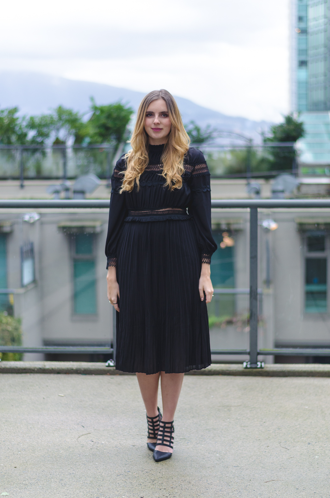96af50a6c77c How to Wear a Midi Dress Stylishly