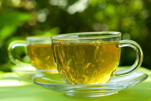 9 benefícios surpreendentes do chá de erva-cidreira